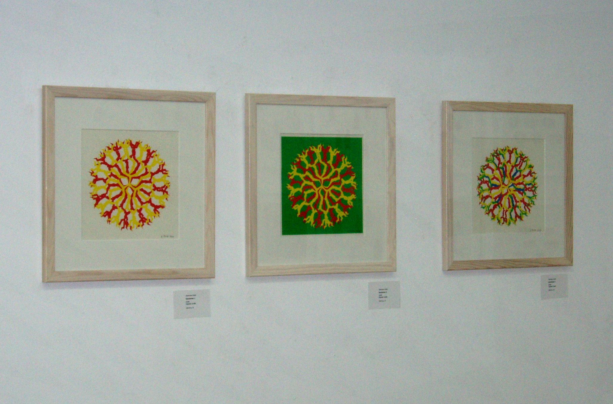 Ausstellungswand mit Dendrimer-Grafiken