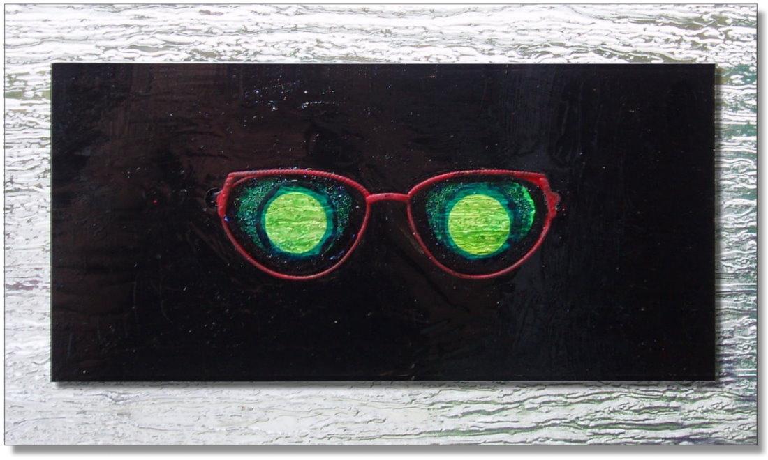 Wandobjekt mit roter Brille